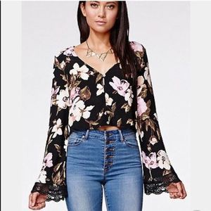 Kendall & Kylie Bell Sleeve Floral Crop Top Size S